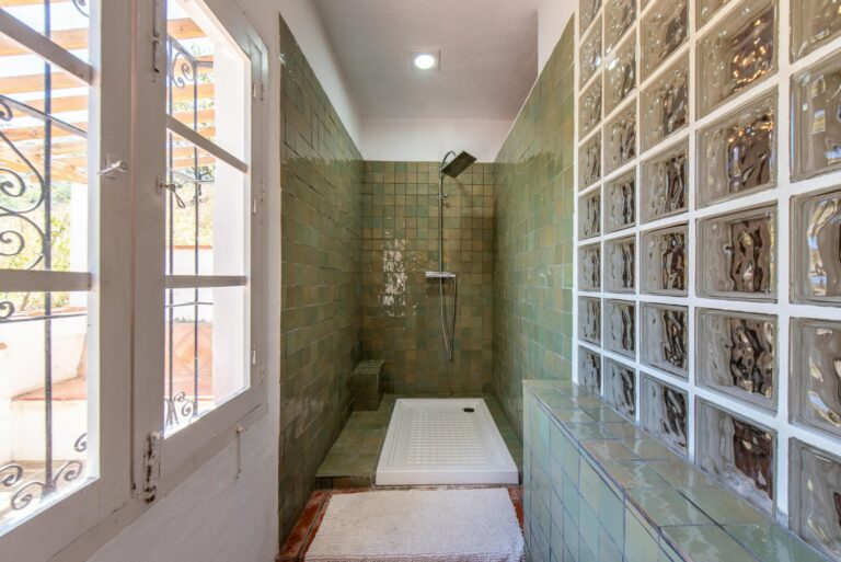 Shower in the Chapel Suite