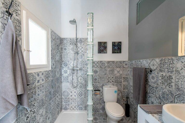 Bathroom the Grey Room